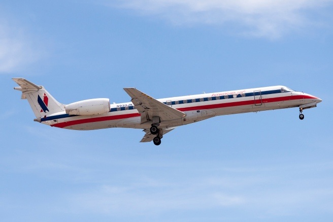 AA Embraer 145