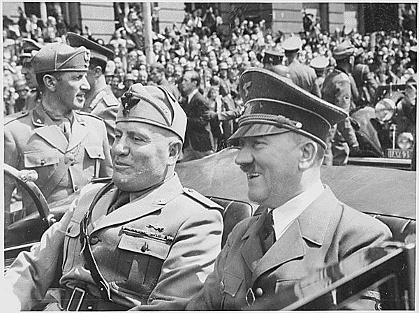 Mussolini + Hitler 1940
